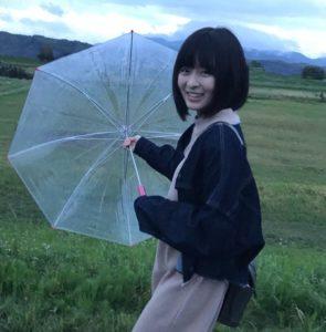 森七菜 傘 学校