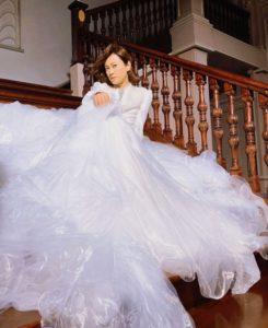 氷川きよし 衣装 ウエディングドレス