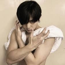 山田涼介 筋肉 画像